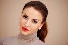 Castana splendido con rossetto rosso Fotografia Stock Libera da Diritti