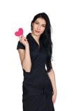 Castana in vestito nero con cuore fatto di carta immagine stock libera da diritti