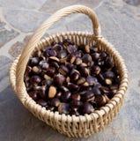 Castanhas em uma cesta Foto de Stock