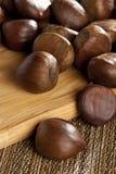 Castanhas orgânicas cruas de Brown fotos de stock