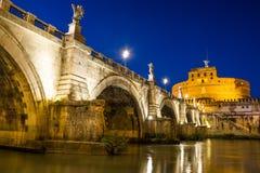 Castel Angelo sant au crépuscule Image stock