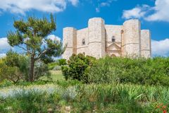 Castel del Monte, διάσημο μεσαιωνικό φρούριο σε Apulia, νότια Ιταλία Στοκ Φωτογραφία