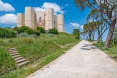Castel del Monte, известная средневековая крепость в Apulia, южной Италии Стоковые Фотографии RF