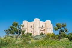 Castel del Monte berömd medeltida fästning i Apulia, sydliga Italien Royaltyfria Foton