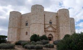 Castel del Monte, site de patrimoine mondial de l'UNESCO Château médiéval construit sous forme d'octogone près de Bari, Puglia, I photos libres de droits