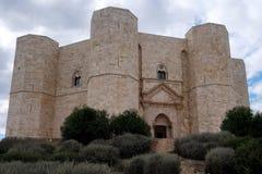Castel del Monte, sito del patrimonio mondiale dell'Unesco Castello medievale costruito sotto forma di un ottagono vicino a Bari, fotografia stock