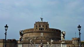 Castel e Ponte Sant Angelo em Roma imagens de stock