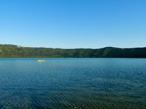 Castel Gandolfo Lake op de lente van 2018 Stock Foto