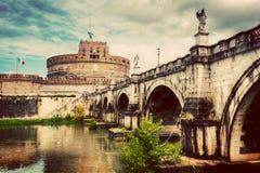 castel Italie Rome d'Angelo sant Rivière du Tibre et le pont de Sant'Angelo Photographie stock