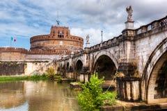 castel Italie Rome d'Angelo sant Rivière du Tibre et le pont de Sant'Angelo Image libre de droits