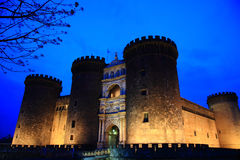 Castel Nuovo en la oscuridad Fotografía de archivo