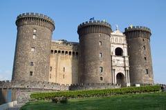 Castel Nuovo - ingresso principale con la barriera della scatola fotografia stock