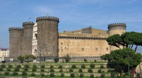 Castel Nuovo, of ook Mannelijke Angioino, een middeleeuwse historicus en Renaissancekasteel in Napels, Italië stock foto's