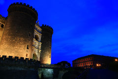 Castel Nuovo på skymning Arkivfoto