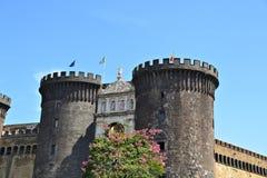 Castel Nuovo som kallas också Maschio Angioino i Naples, Italien royaltyfri fotografi