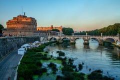 Castel och bro Sant'Angelo, Rome, Italien Arkivbild