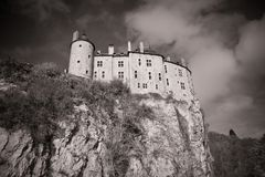 Castel på ett berg Royaltyfria Bilder