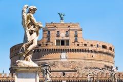 Castel Sant安吉洛在有天使的一个美丽的雕象的罗马 库存图片