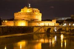 Castel Sant安吉洛Santangelo罗马夜 库存图片