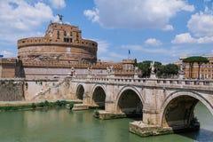 Castel Sant `安吉洛和台伯河在罗马,意大利 库存照片