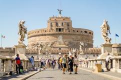 Castel Sant'Angelo堡垒和桥梁视图在罗马,意大利 免版税库存照片