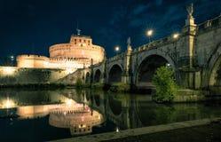 Castel Sant'Angelo (ιερός άγγελος) τη νύχτα, Ρώμη Στοκ Εικόνες