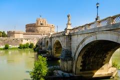 Castel Sant ` Angelo και το Ponte Sant ` Angelo στη Ρώμη Στοκ Εικόνες