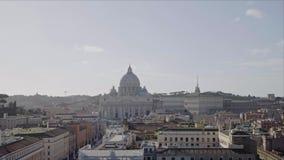 Castel Sant Angelo προς τη πόλη του Βατικανού, crouds των τουριστών το χειμώνα, παν πυροβολισμός απόθεμα βίντεο