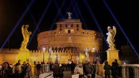 Castel Sant-` Angelo belichtet nachts stock footage