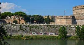 Castel Sant Angelo con el r?o de T?ber imagen de archivo libre de regalías