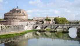 Castel Sant Angelo en de brug ponte Sant Angelo. ROM Royalty-vrije Stock Afbeeldingen