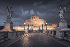 Castel Sant ' Angelo la nuit photo stock