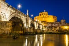 Castel sant angelo på solnedgången Arkivfoton