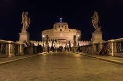 Castel Sant ' Angelo (slott av heliga ängeln) från Ponten San Royaltyfria Foton