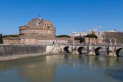 Castel Sant ' Angelo (slott av heliga ängeln) under dagen Arkivbild