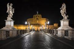 Castel Sant & x27; Angelo alla notte a Roma Fotografia Stock Libera da Diritti