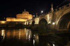 Castel ST Angelo και γέφυρα του ST Angelo στη νύχτα Ρώμη, Ιταλία Στοκ Εικόνες
