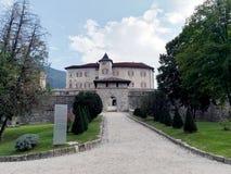 Castel Thun i landskapet av Trento i Trentino Alto Adige Arkivfoto