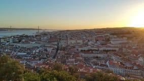 Castel urbain de ville du Portugal de coucher du soleil de Lisbonne Image libre de droits