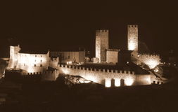 Castelgrande在晚上 免版税图库摄影