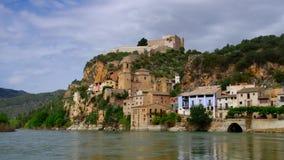 Castell de Miravet στον ποταμό Έβρος στην Καταλωνία απόθεμα βίντεο