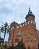 Castell delsTres drakar - den modernistiska slotten för stilarkitekturbyggnad planlade vid Lluis Domenech I Montaner, parkerar Ci Royaltyfri Bild