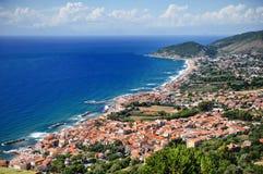 Castellabate scenisk panoramautsikt, Cilento, Campania, Italien royaltyfri fotografi