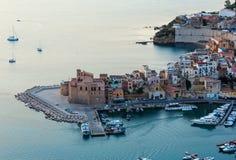 Castellammare del Golfo overzeese baai, Sicilië, Italië Stock Afbeeldingen