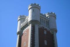Castellated башня с crenellation и зубчатыми стенами Стоковое Изображение RF