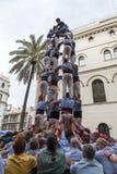 Castellers、女孩和下落塔 免版税库存图片