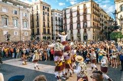 Castellers DE Barcelona en Reuzemarionetten op Corpus Christi stock foto