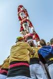 Castellers gör en Castell eller ett mänskligt torn som är typiska i Catalonia Arkivbilder