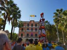 Castellers, torre humana em Castelldefels, Espanha imagens de stock