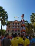 Castellers, torre humana em Castelldefels, Espanha fotos de stock